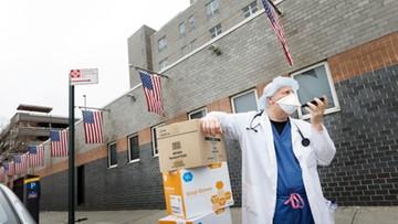 Pracownicy służby zdrowia z całych Stanów spieszą na ratunek Nowemu Jorkowi