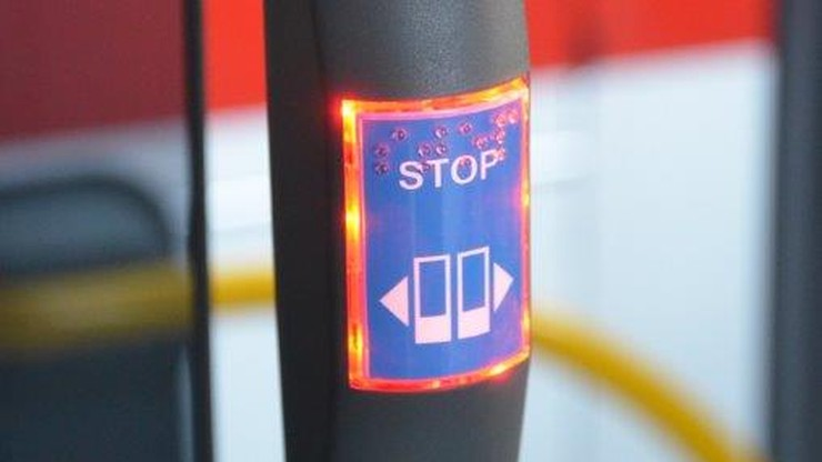 W miejskich autobusach wyłączą przyciski do otwierania drzwi. Powodem koronawirus