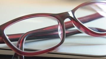 Okulary chronią przed koronawirusem? Wyniki badań chińskich naukowców