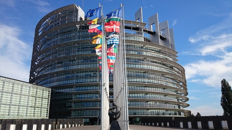Unijna debata o praworządności w Polsce. Komisja Europejska analizuje projekt ustawy ws. sędziów