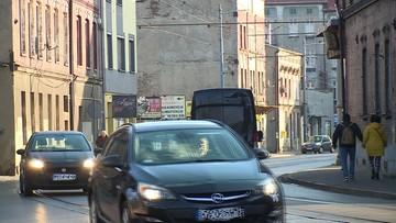 Polacy potrzebują świeżego powietrza. Powinni kupować więcej nowych aut i nie wycinać filtrów DPF