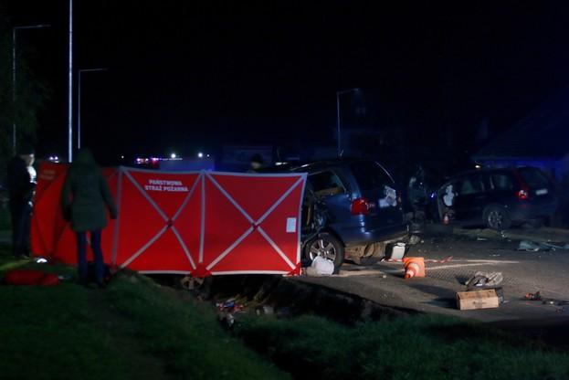 Miejsce śmiertelnego wypadku w Wawrowie koło Gorzowa Wielkopolskiego, gdzie 1 bm. doszło do czołowego zderzenia dwóch aut osobowych. Kierowca jednego z nich zginął na miejscu, a drugiego został ranny