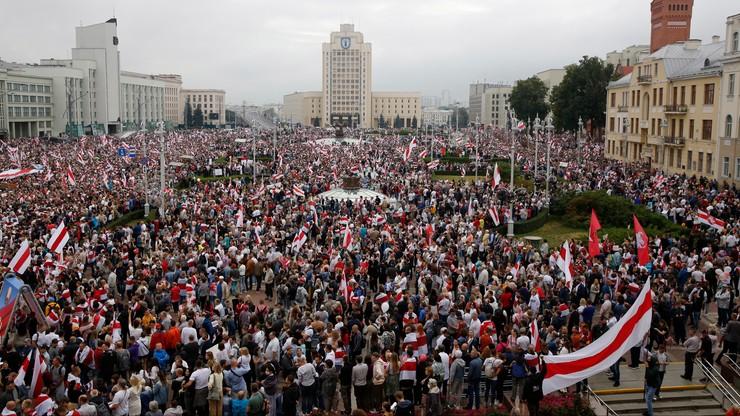 """Tysiące ludzi na proteście w Mińsku. """"Marsz Nowej Białorusi"""""""