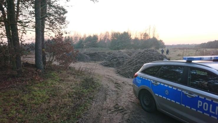 Kilkanaście ton odpadów obok kompleksu leśnego. Kierowcy ciężarówek zatrzymani