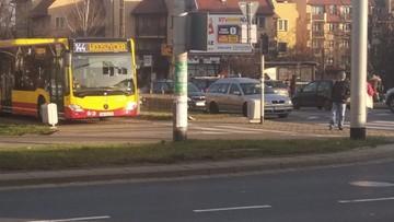 Miejski autobus jechał po chodniku i ścieżce rowerowej. Konsternacja we Wrocławiu