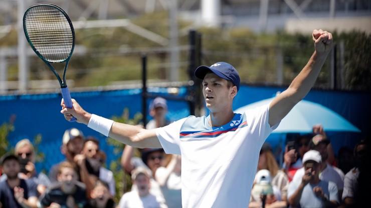 Australian Open: Hurkacz w drugiej rundzie po pięciosetowej przeprawie