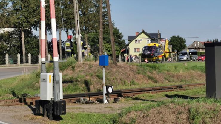 Wypadek na torach kolejowych. Potrącony mężczyzna stracił palce