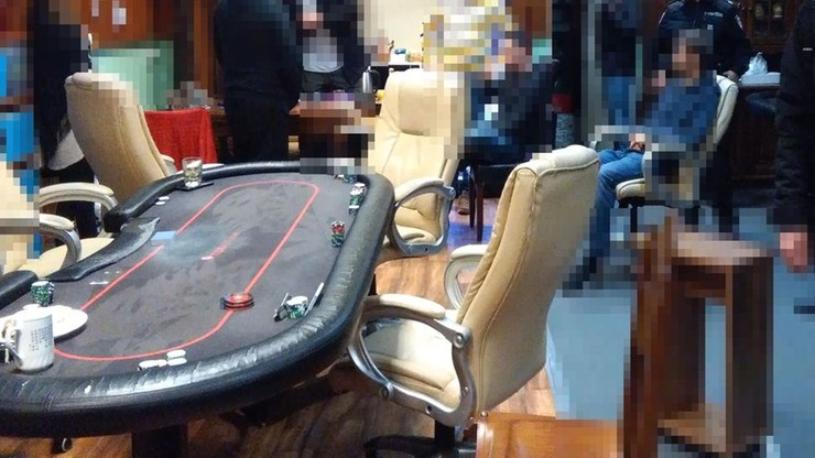 Nielegalne turnieje pokera pod przykrywką spotkań miłośników literatury