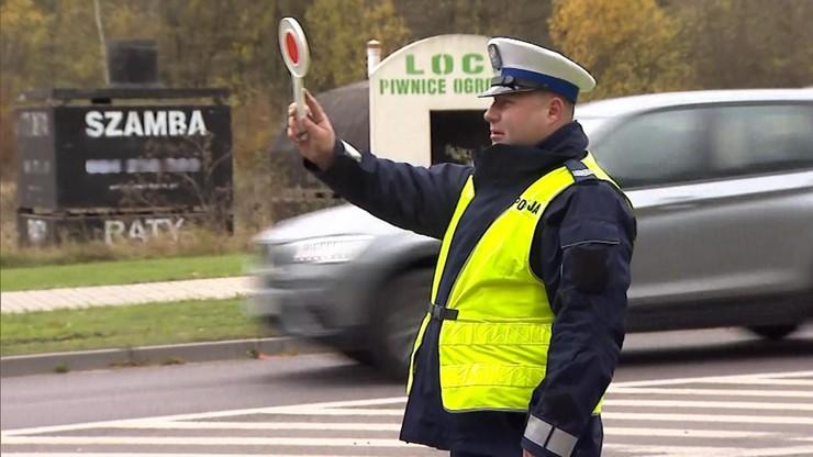 Nie trzymasz rąk na kierownicy, wiercisz się - 500 zł mandatu. Zmiany w przepisach
