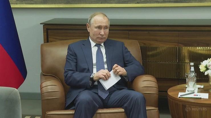 Cukierki z wódką i portretem Putina. Dzieci z Syberii dostały nietypowy prezent
