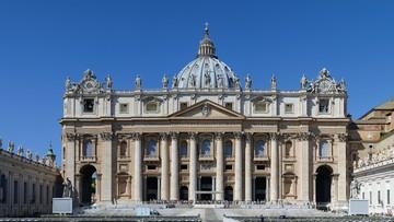 Ewakuowano skrzydło Bazyliki św. Piotra. Podczas papieskiej mszy obsypał się tynk