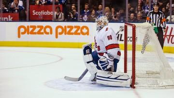 Przyszedł z żoną na mecz. Chwilę później stanął w bramce rywali. 42-latek zadebiutował w NHL