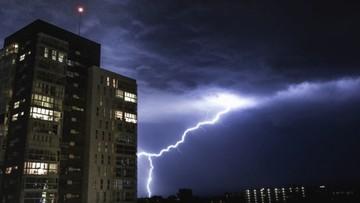 Ponad 500 interwencji, kilkanaście tys. rodzin bez prądu. Skutki nawałnic nad Polską