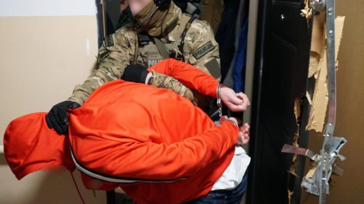 Warszawska policja zatrzymała handlarzy narkotykami. Wpadło dziesięciu mężczyzn [WIDEO]