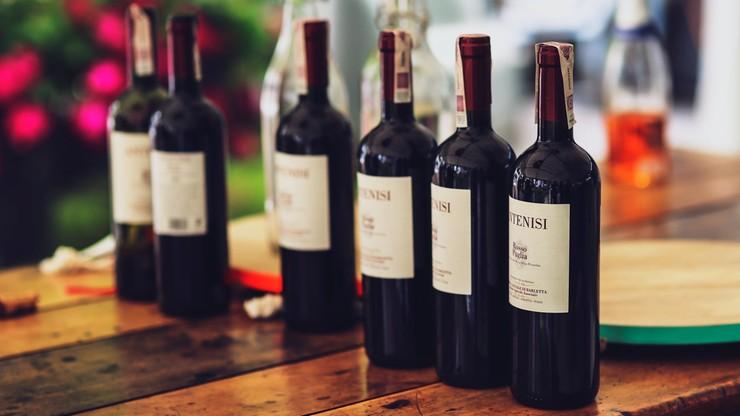 Epidemia koronawirusa we Francji uderza w producentów wina
