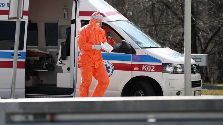 Rośnie liczba zakażonych lekarzy, ratowników i pielęgniarek. To już setki przypadków [LISTA]