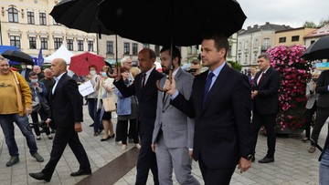 Sprawa wypadku Szydło. Trzaskowski odprowadził kierowcę seicento do sądu