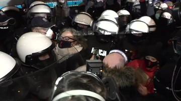 Protesty kobiet. Starcie policji z Martą Lempart