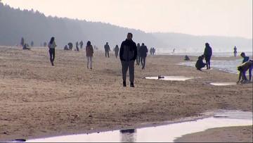 """""""Stamtąd też pochodzą nowe zakażenia"""". Premier o parkach, bulwarach i plażach"""