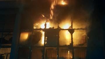 Pożar zakładu meblarskiego. 30 jednostek straży w akcji