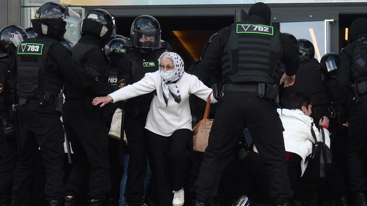 Białoruskie MSW: ponad 400 osób zatrzymanych
