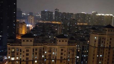 Przerażające krzyki jak z horroru w pogrążonym w mroku Wuhan (film)