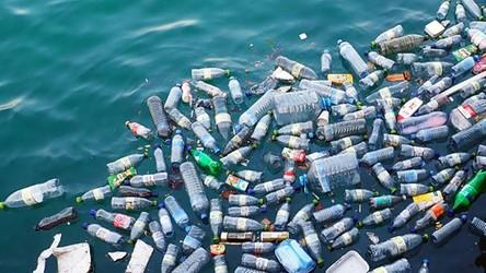 Najnowsze badania pokazują, że ludzkość utonie w plastikowych śmieciach