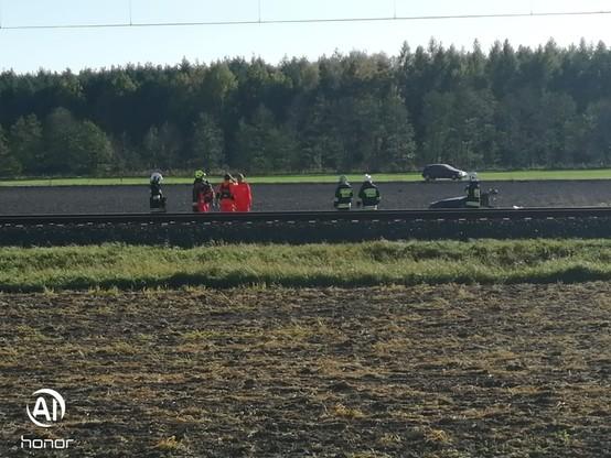 Podczas akcji strażacy musieli wchodzić na tory, dlatego wstrzymano ruch pociągów