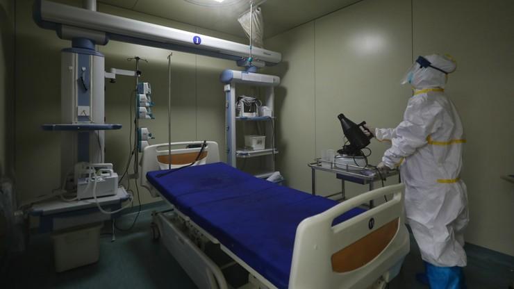 Chińska policja przeprasza zmarłego lekarza. Ostrzegał przed koronawirusem