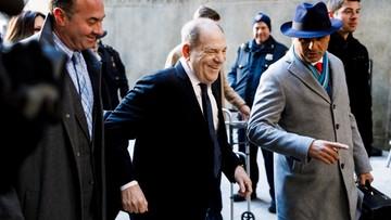 """Harvey Weinstein przed sądem. """"Seksualny drapieżnik i gwałciciel"""""""