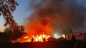 Pożar sortowni odpadów k. Jasła. W akcji 32 zastępy straży pożarnej