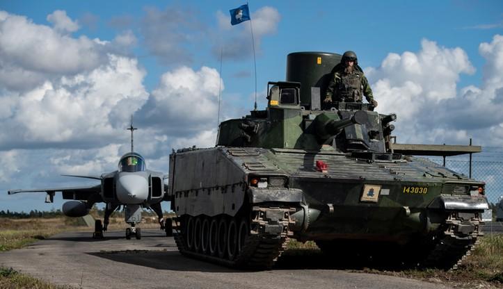"""Demonstracja siły szwedzkiej armii. """"To ważny sygnał skierowany do Rosji"""""""
