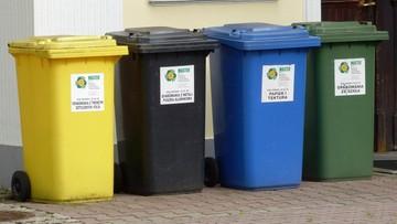 """Wyrzucanie śmieci tylko w określonych godzinach i sprawdzi je pracownik w wiacie. """"Jak u Barei"""""""