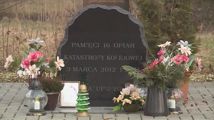W miejscu katastrofy stoi tablica upamiętniająca ofiary