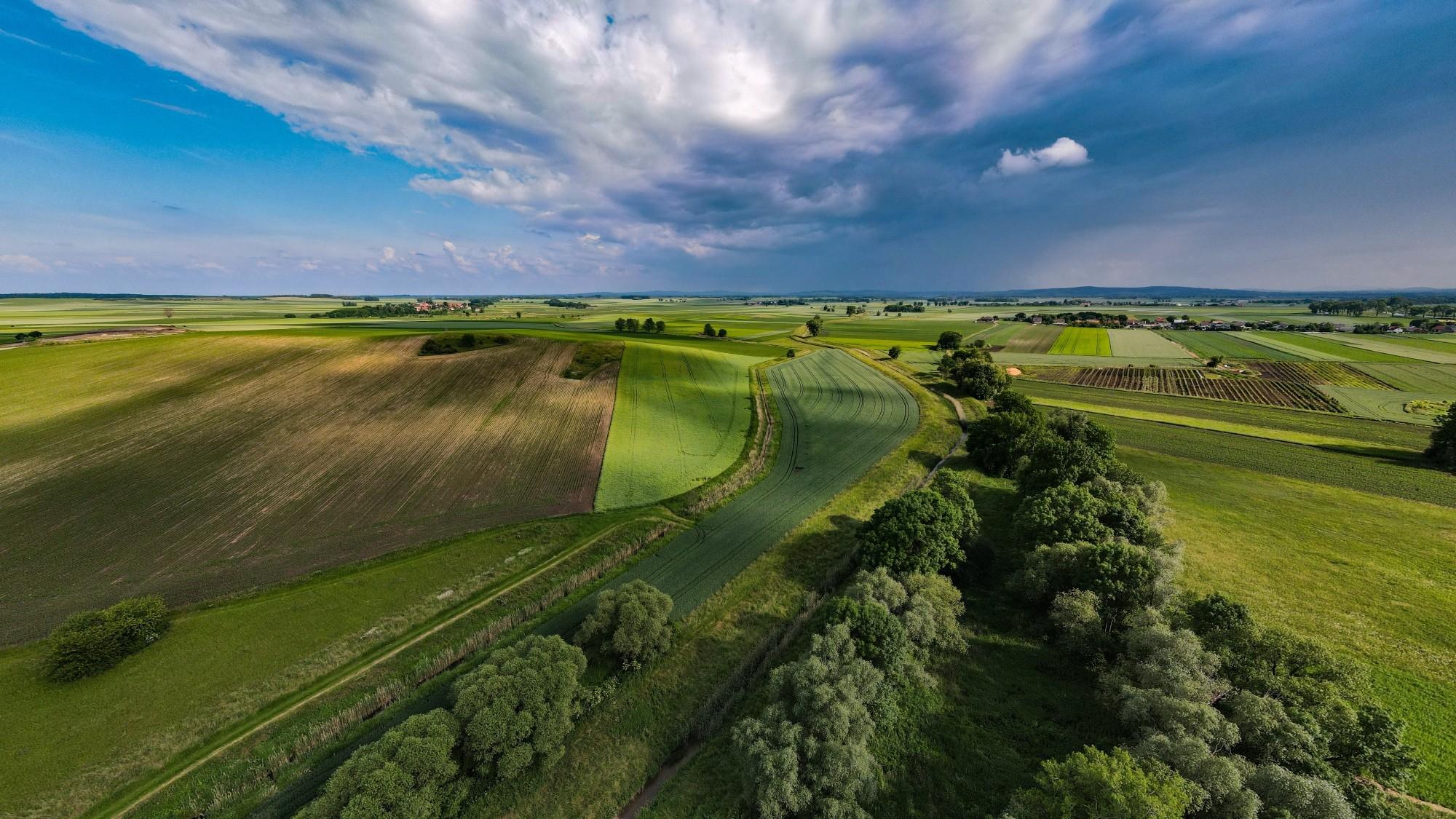 Piękne letnie krajobrazy z lotu ptaka - zdjęcie 2