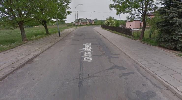 Wypadek w Krośnie. 3-latek wybiegł z samochodu wprost pod nadjeżdżające auto
