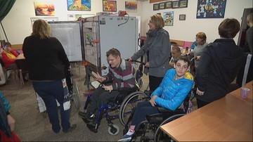 Niepełnosprawni z Wielkopolski cieszą się z nowego pieca do ceramiki. Pomogli im widzowie Polsatu