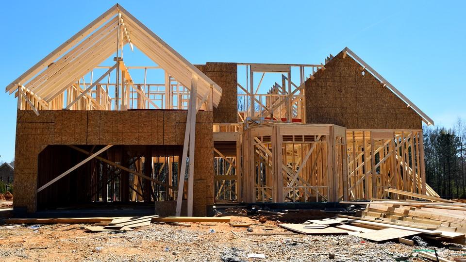 Ma być szybciej i taniej. O zaletach budowania domów z drewna