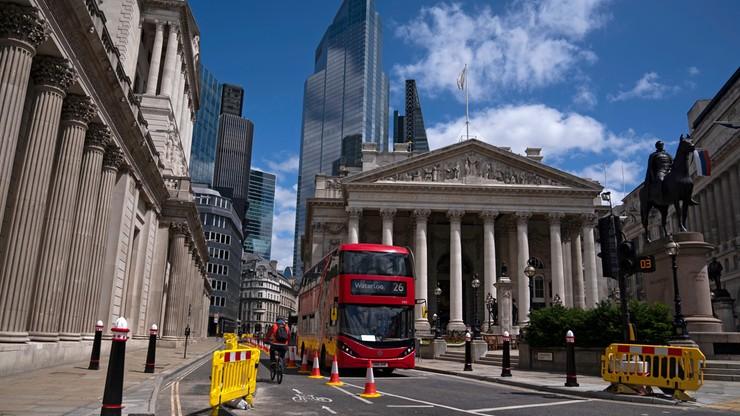 Brytyjczycy nadal w kryzysie. Wielki spadek PKB i produkcji