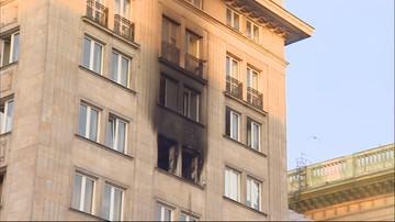 Pożar w warszawskiej kamienicy. Służby wyrwały mieszkańców z łóżek [WIDEO]