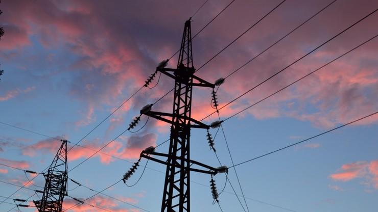 Łódź: wszedł na słup elektryczny i nie mógł zejść. Utknął 25 metrów nad ziemią