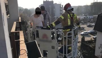 Uciekał przed policją po balkonach - utknął u sąsiadów. Pomogli strażacy