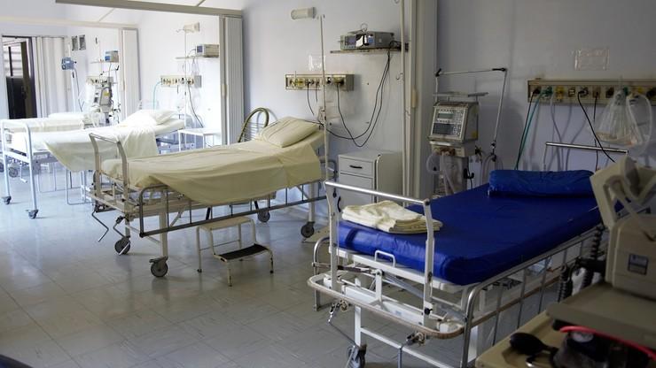 """<a href=""""https://www.polsatnews.pl/wiadomosc/2020-09-13/szczepienie-na-grype-a-koronawirus-niweluje-mozliwosc-spotkania-sie-dwoch-wirusow/"""">Szczepienie na grypę a koronawirus. """"Niweluje możliwość spotkania się dwóch wirusów""""</a> thumbnail  Protest pracowników służby zdrowia w Brukseli. """"Opiekujcie się opiekunami!"""" p1v2wsmff6965r5bg1v2u6gb7y6suu8g"""