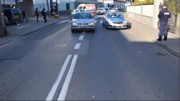 Kobieta potrąciła autem dwie osoby na pasach. 72-latka w szpitalu
