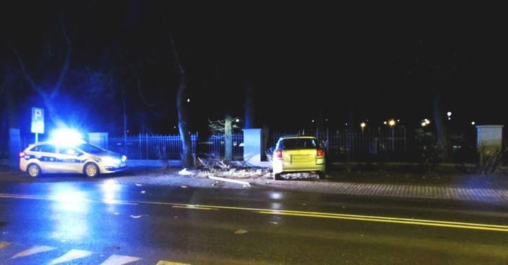 Kierowca był pijany, a pasażer groził policjantom i ich znieważał