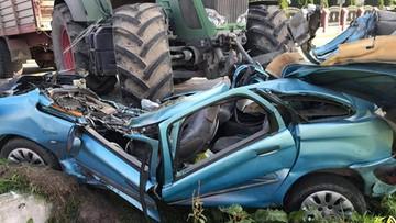 Ciągnik zmiażdżył auto. Zginęła 43-latka