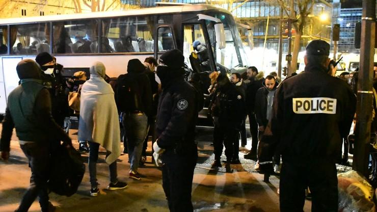 Policja usuwa migrantów z obozowiska na północy Paryża