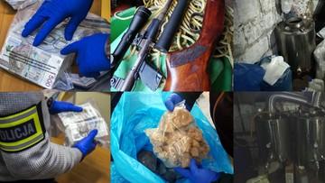"""Policja przejęła narkotyki o wartości prawie 850 tys. złotych. Produkował je """"chemik"""" [WIDEO]"""