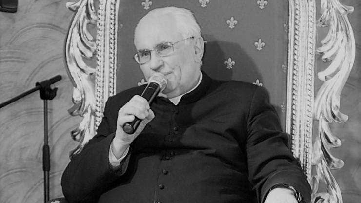 """Zmarł ks. Eugeniusz Makulski. Jego historię przedstawiono w filmie """"Tylko nie mów nikomu"""""""