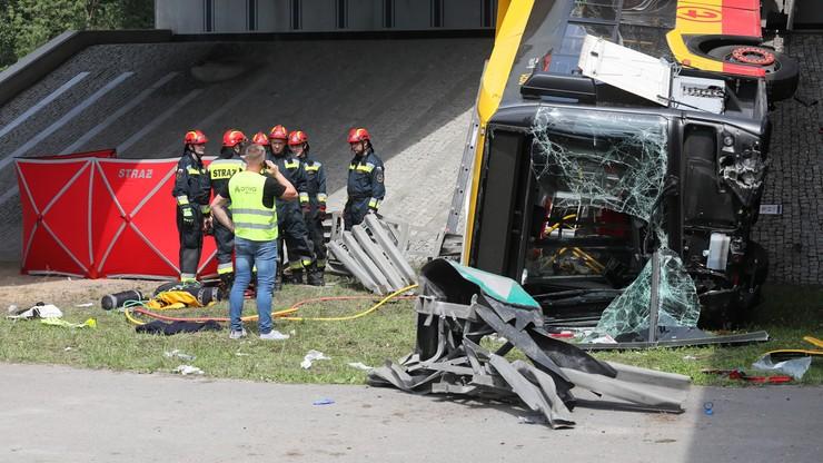 Wypadek autobusu w Warszawie. Ekspert o możliwych przyczynach